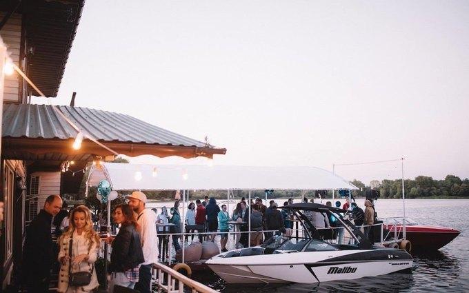 Surf Point City Swell - бар для серферов в парке Дружбы народов